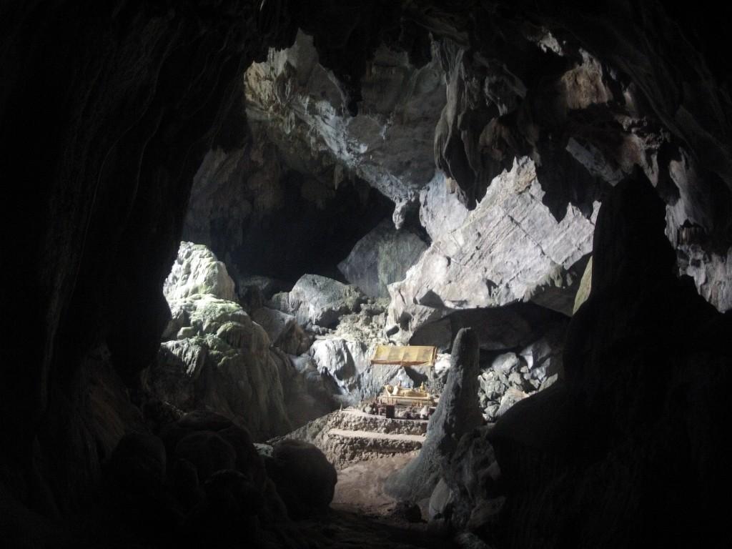 inside Tham Phoukam